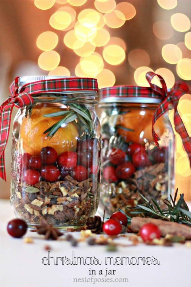 Christmas-in-a-Jar.-DIY-Homemade-gift-for-teahcers-neighbors-co-workers